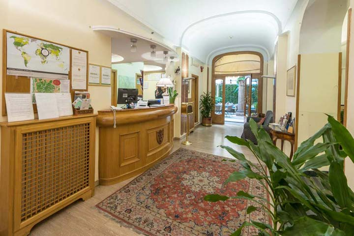 La Reception dell'Hotel Medici di Roma
